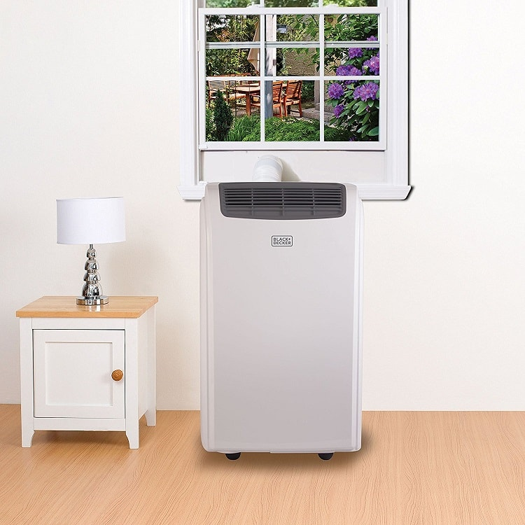 BLACK+DECKER BPACT14WT portable air conditioner in room